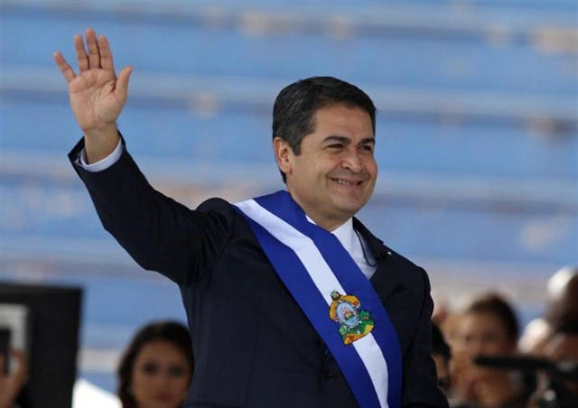 El presidente de Honduras niega haber financiado campañas políticas con dinero de la droga