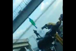 Vídeo: Un grupo de élite del narcotráfico cuelga a dos personas desde un puente