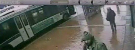 Desquiciado ataca a seis estudiantes con un hacha dentro de una escuela de Brasil