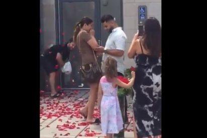 """Vídeo: La petición de matrimonio que se volvió viral en EEUU por mostrar """"el valor de la amistad"""""""