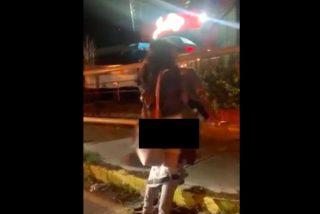 Vídeo: Pillan in fraganti a una pareja teniendo sexo a pocos metros de un bar