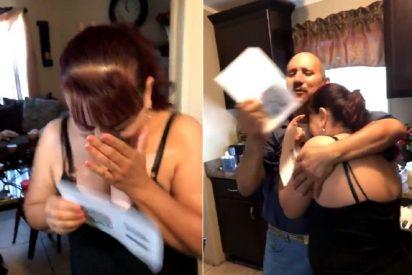 El vídeo que molesta a Donald Trump: Dos hispanos celebran su residencia tras 25 años viviendo en EEUU