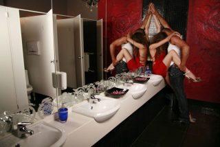 Baños antisexo: Estos aseos públicos detectan cuando una pareja están intimando