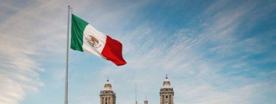 El curioso motivo por el que los mexicanos llaman zócalo a las plazas principales de ciudades y pueblos