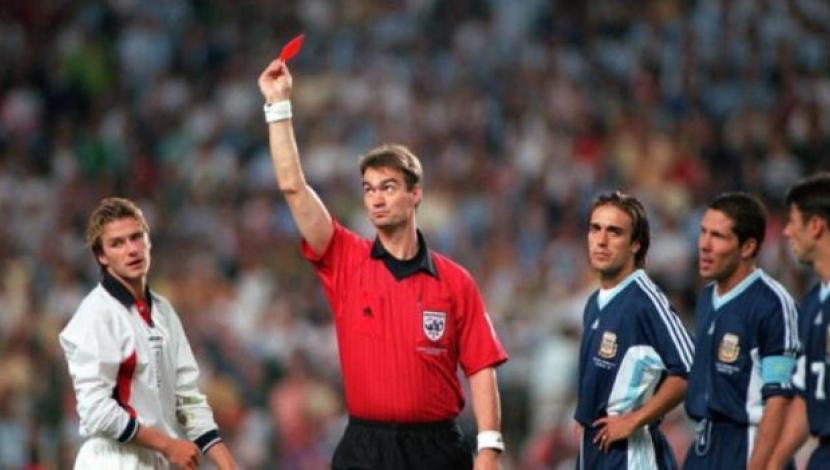 """""""Nos defraudó y todavía le guardo rencor"""": Owen reconoce que es incapaz de perdonar a Beckham por su expulsión ante Argentina en el Mundial 98"""