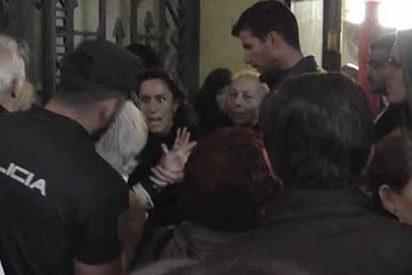 Exclusiva PD: Policía Nacional reduce al sectario podemita que atacó a una socia del Ateneo de Madrid que quiso frenar su 'show' chavista