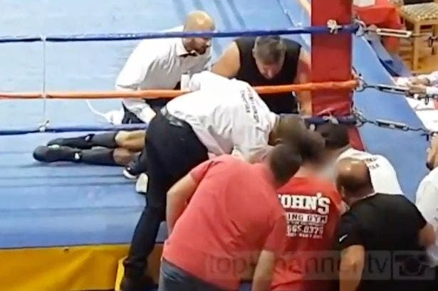 Se hace pasar por su primo boxeador y muere de un brutal golpe en el cuadrilátero