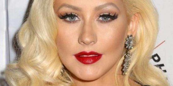 Mientras Britney está como una cabra... Christina Aguilera enloquece a todos con este escote