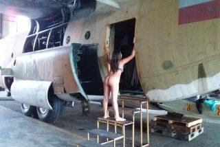 Fotos: Una mujer se 'cuela' en una base militar del chavismo para posar semidesnuda