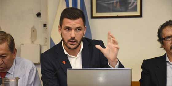 La solución económica para Argentina del hermano 'chiflado' de Alberto Garzón hace llorar de risas a economistas y tuiteros