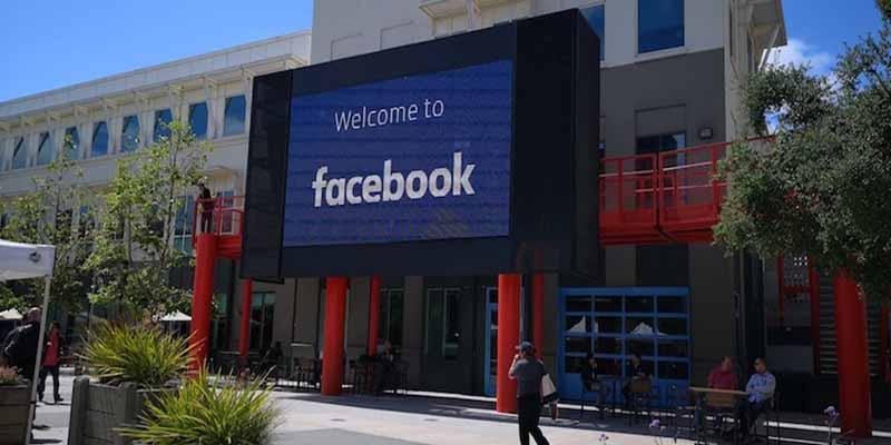 Un hombre cae de la cuarta planta de la sede de Facebook en Estados Unidos
