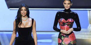 El momento bochornoso de Kim Kardashian en los Emmy: La audiencia se burló y en la redes terminaron de fulminarla