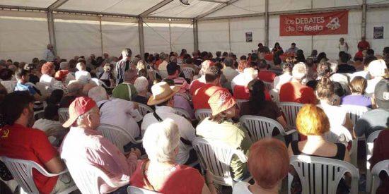 """El """"burgués disfrazado"""" Alberto Garzón celebra el """"llenazo total"""" de la Fiesta Comunista y los tuiteros se descojonan: """"más invitados hay en una comunión"""""""