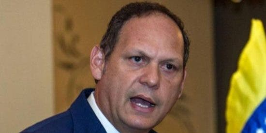 Venezuela: Polémica por el 'atrincheramiento' en el cargo del presidente de TSJ en el exilio