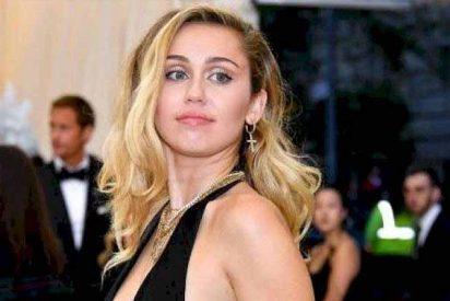 ¿Mercancía en venta?: Miley Cyrus ya se exhibe con una tanga tipo hilo tras romper con Kaitlynn Carter
