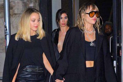 Kaitlynn Carter rompe el silencio sobre sus apasionados besos con Miley Cyrus: