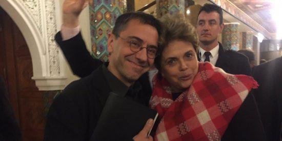 """Monedero se derrite en halagos con la """"corrupta"""" expresidenta brasilera Dilma Rousseff y las redes se ríen en su cara"""
