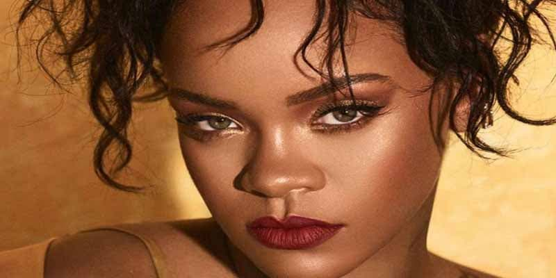 Rihanna sigue modelando su propia lencería transparente en Instagram y calienta al personal