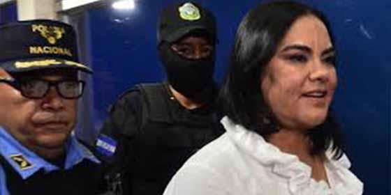 """""""La caja chica de la dama"""": Le meten 58 años a la ex primera dama de Honduras por robar dinero público destinado a familias pobres"""