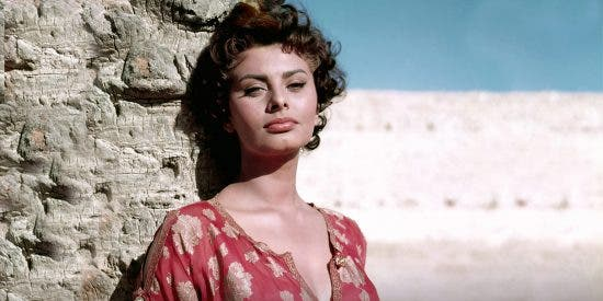 """Sophia Loren: el mito erótico italiano llega a los 85 años y confiesa que """"mi vida no es un cuento de hadas"""""""