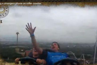 Vídeo: Atrapa un móvil mientras cae en una montaña rusa a 80 mph