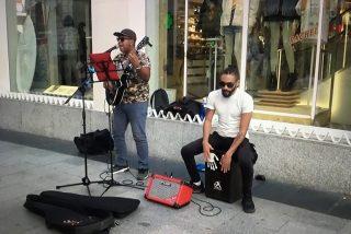 Kevin Escalona y Johan Balsa, en la tarima de cemento de Madrid