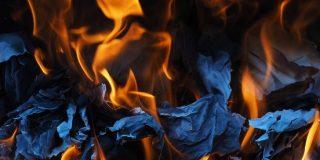 Quemó las cartas de su ex y termina con su apartamento en llamas