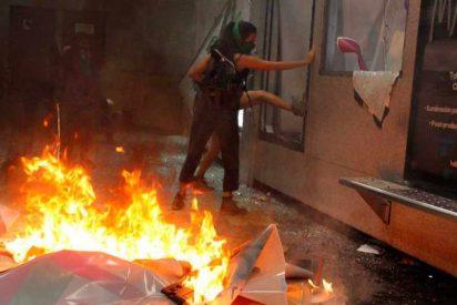 """Vídeo: Las 'feminazis' mexicanas piden aborto legal intentando quemar edificios y policías al grito de """"podemos ser peores"""""""