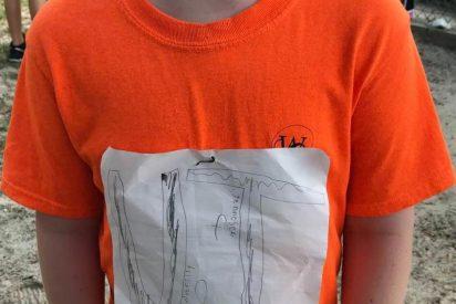 Un niño sufre bullying por crear una camiseta 'low cost' de su equipo favorito: Ahora su humilde imagen está en la equipación oficial