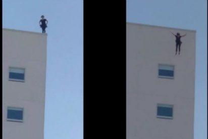 Imágenes fuertes: El vídeo de una mujer que se suicida lanzándose de la azotea de un hotel
