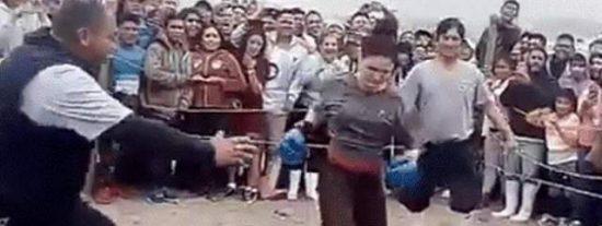 Las venezolanas y peruanas resuelven sus diferencias...a golpes: El improvisado ring de boxeo para las 'peleas de gatas latinas'