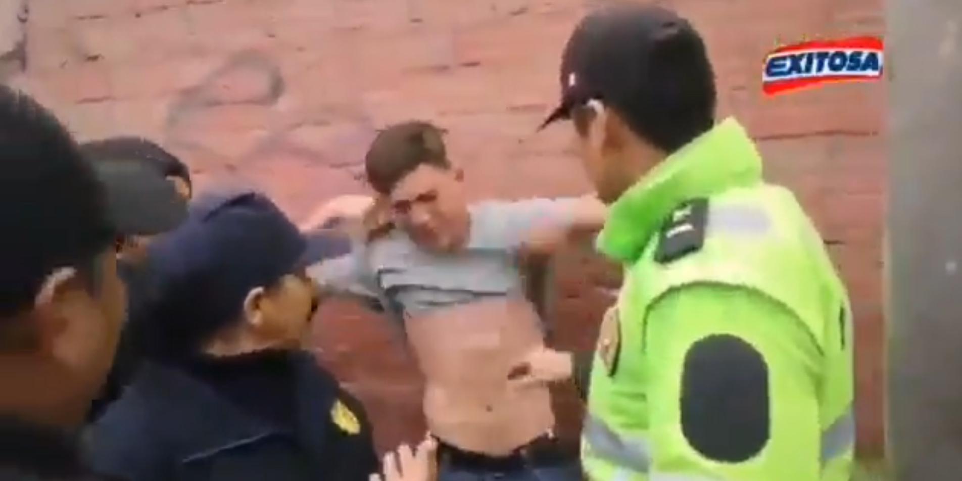 El vídeo que conmueve a los venezolanos: Un joven se desmorona cuando la policía de Perú le quita los chocolates que vende para comer