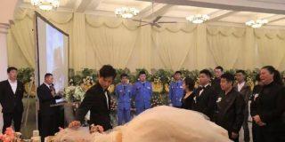 La novia cadáver: Un hombre se casa con su novia el día de su funeral