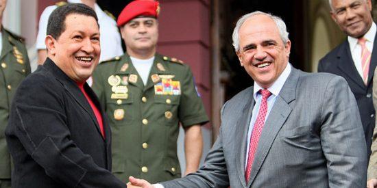 El 'mega zasca' de Beatriz Becerra al expresidente colombiano que lamía la bota de Hugo Chávez