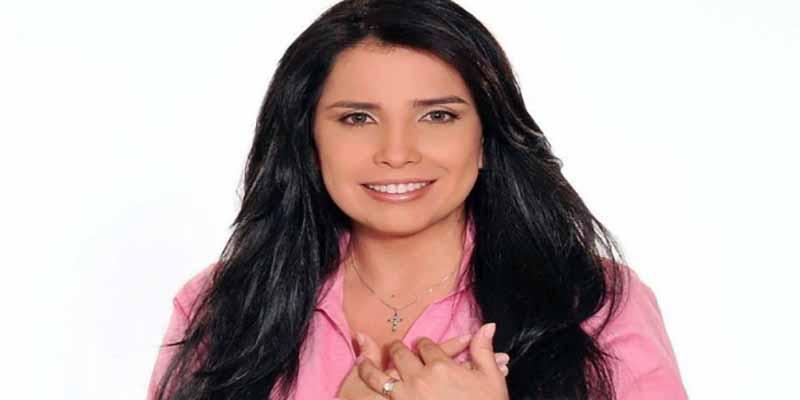 """La espectacular fuga de una excongresista colombiana se hizo viral: """"Cae del cielo utilizando cuerda"""""""
