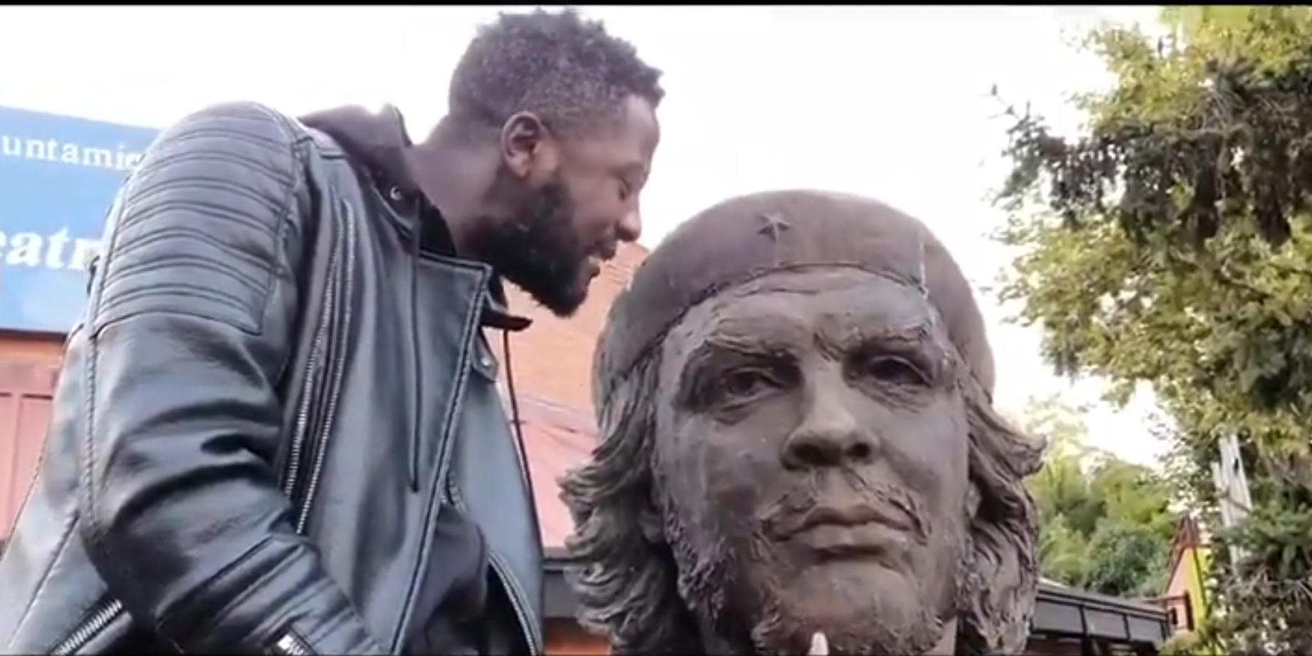"""El 'negro de Vox' carga contra la estatua del homófobo y racista Ché Guevara: """"Si echamos a Franco, que saquen a éste de una puñeter* vez"""""""