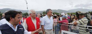 """De frente y a la cara: Josep Borrell visitó la frontera de Colombia con Venezuela y lo reciben con mensaje y pancarta, """"Aliado de Maduro, traidor"""""""