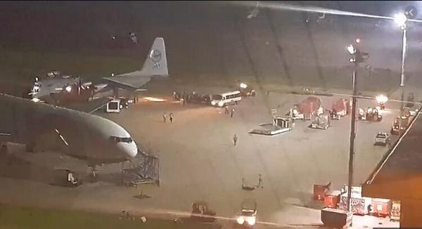 Maduro envía un avión militar hasta Bolivia para proteger a Evo Morales