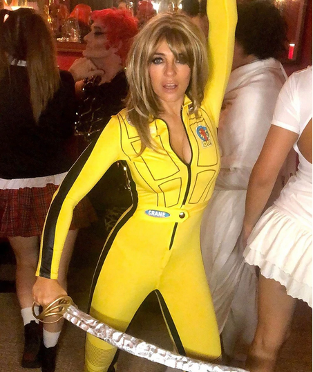 Da de todo, menos miedo: Liz Hurley presume de un sensual disfraz de Kill Bill