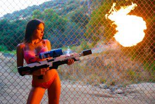 Guerra legal millonaria entre el hermano de Pablo Escobar y el fundador de Tesla por la autoría de un lanzallamas