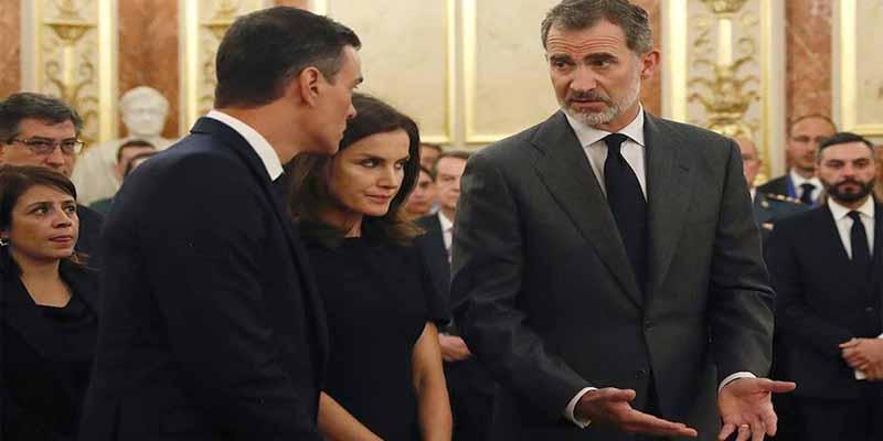 El marrón ideológico en el que Sánchez y Borrell pretenden hundir al rey Felipe y la foto desgraciada con la que quieren estigmatizarlo