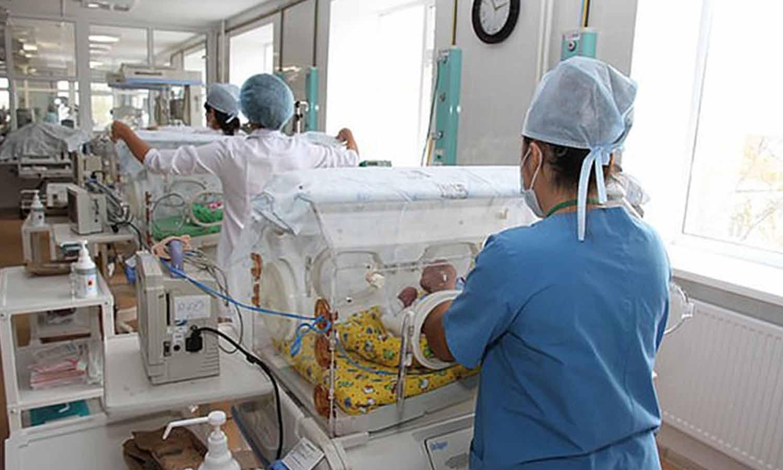 Envían a la morgue a un bebé que estaba vivo, porque el papeleo lo daba por muerto