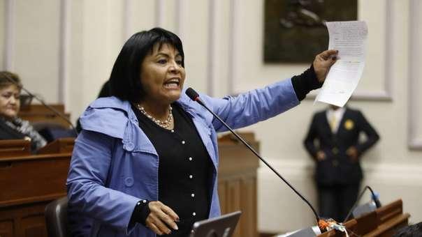 Ignorancia, racismo y xenofobia: Así fue el patético discurso de una congresista peruana contra los venezolanos