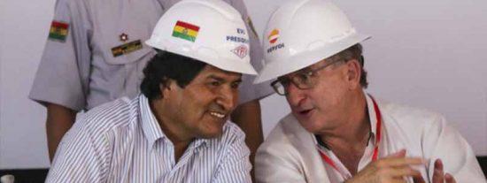 """Exministro boliviano despelleja al presidente de Repsol por su relación con el fraudulento Evo: """"Van al fútbol, auspician cosas y él cubre eventos de la embajada"""""""