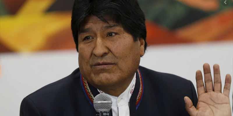 Evo Morales se autoproclama ganador de las presidenciales en Bolivia aunque el conteo sigue