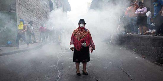 Protestas en Ecuador: La foto más emblemática y el rol clave de las mujeres indígenas en las calles