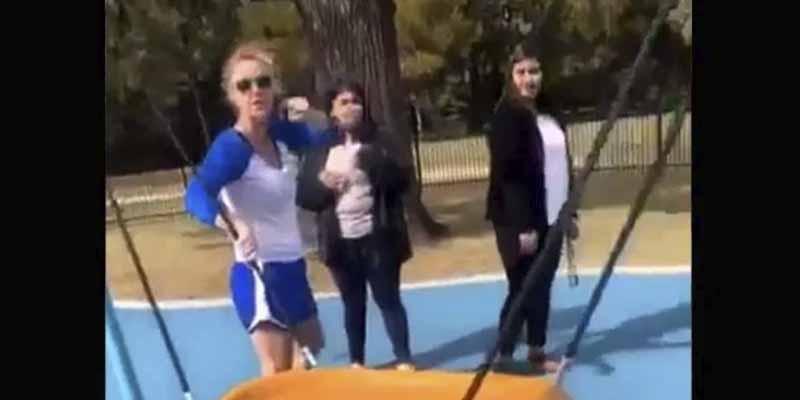 Vídeo: Una mujer se hizo pasar por policía para acosar a adolescentes hispanas en un parque