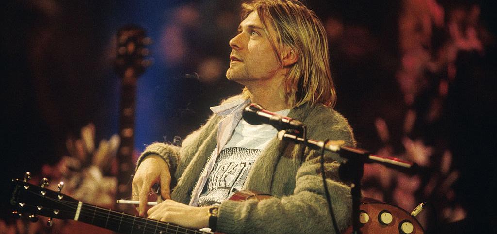 La costosa subasta del suéter de lana que Kurt Cobain usó en el 'MTV Unplugged'