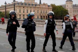 Terror en Paris: Cuatro policias asesinados en un ataque a puñaladas que también dejó cinco heridos