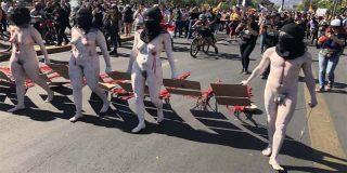 ¿Sexualización de las protestas en Chile?: Manifestantes sin ropa conmemoraron a las víctimas mortales